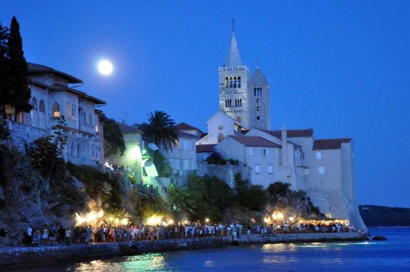 Rab sziget fővárosa, Rab város – nappal és este